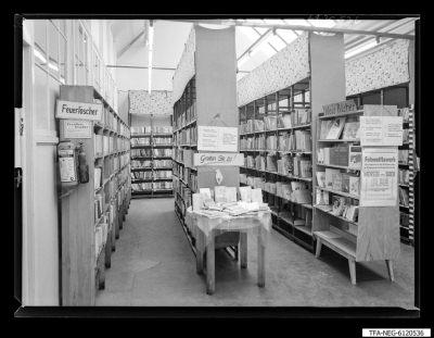 Gewerkschaftsbücherei; Regale, Foto 1961