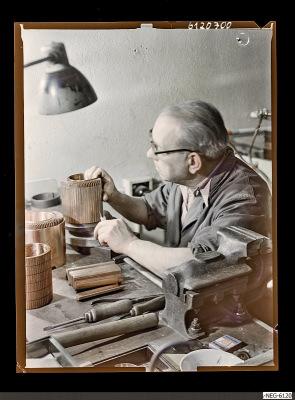 Aufbau der Kühlrippen einer Senderöhre, Foto 1961