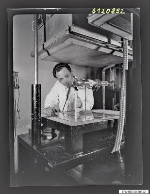 Dr. Krüger bei der Arbeit, Foto 1961