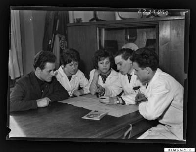 Kollegen Buja, Schuf und andere (F.D.J), insgesamt 3 Männer und 2 Frauen, Foto 1962