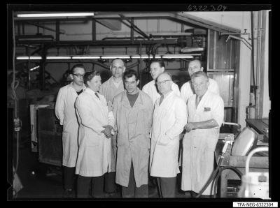 Sozialistische Arbeitsgemeinschaft, Aluminisierung Bildröhre; Foto 1963