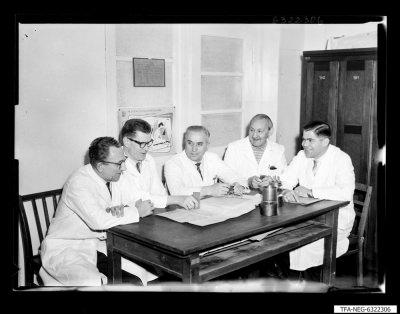 Sozialistische Arbeitsgemeinschaft, Vereinfachung von Senderöhre ; Foto 1963