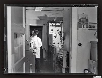 Mitabeiter im Senderöhre-Labor 4, Foto 1963