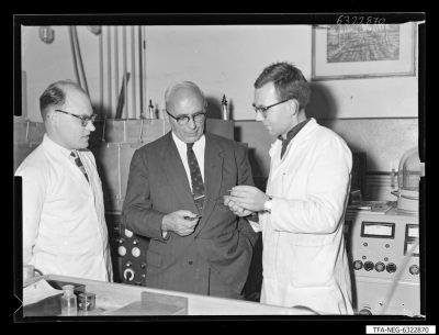 Dr. Richter, Koll. Richter, Corr [?] ; Foto 1963