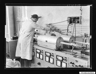 Einstellung der Trägergaszuführung, Foto 1965