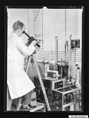 Temperaturkontrolle des Diffusionsvorganges, Foto 1965
