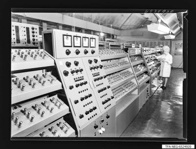 Lebensdauerprüfung der Empfängerröhre, Foto 1965