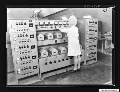 Lebensdauerprüfung der Wanderfeldröhre, Foto 1965