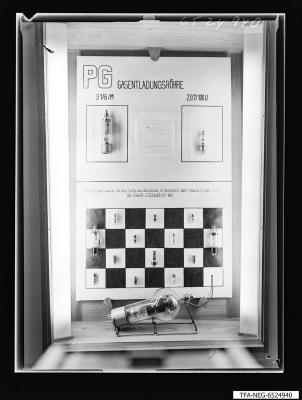 20 Jahre WF Schaukasten Gasentladungsröhren, Foto 1965
