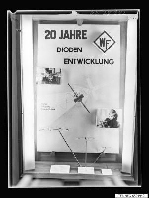20 Jahre WF Schaukasten Diodenfertigung, Foto 1965