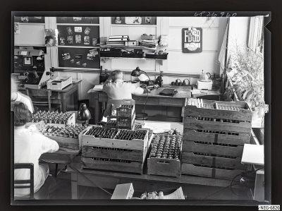 Gütekontrolleure bei der Arbeit 1, Foto 1968