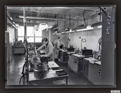 Arbeit im Systemaufbau Bildröhre 1, Foto 1968