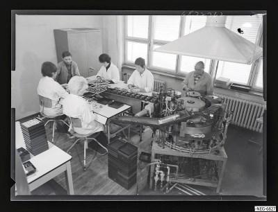 Arbeit im Systemaufbau Bildröhre, Bild 2, Foto 1968