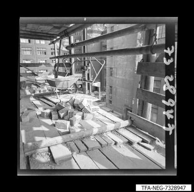 Absturzstelle vom Baugerüst im WF-Gelände, Foto 1973