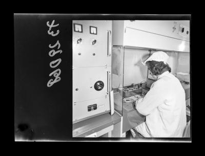 Montage der Epitaxie-Planar-Diode, Bild 1, Foto 1973