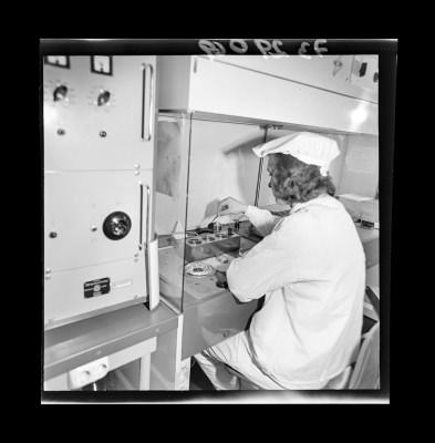 Montage der Epitaxie-Planar-Diode, Bild 2, Foto 1973