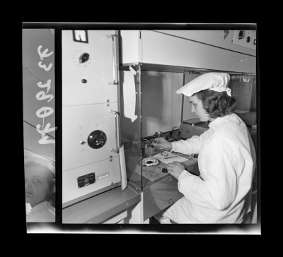 Montage der Epitaxie-Planar-Diode 4, Foto Juni 1973
