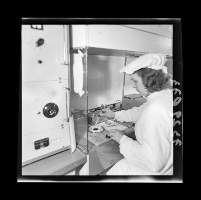 Montage der Epitaxie-Planar-Diode 6, Foto 1973