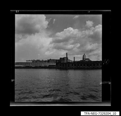 Wasseransicht des WF-Geländes, Bild 1, Foto 1973