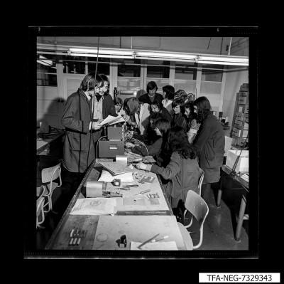 Gruppe junger Menschen, MMM, Foto 1973