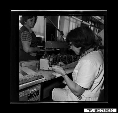 Mitarbeiterin am Arbeitsplatz, Foto 1973