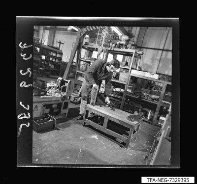 MMM 73 Universaltisch zum Schleifen; Foto 1973