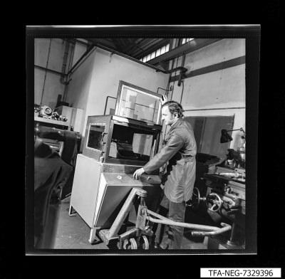 MMM 73 Waschstand für Büromaschinen; Foto 1973