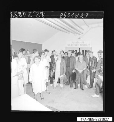 Übergabe, Bäderabteilung Poliklinik, Foto 1985